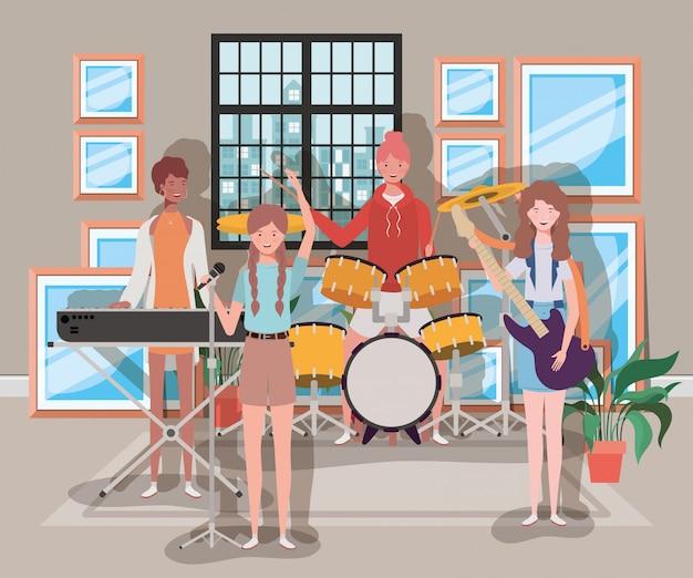 Frauengruppe, die instrumente im raum spielt
