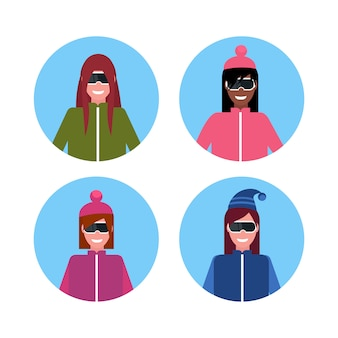 Frauengruppe, die winterkleidung trägt