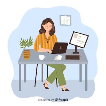 Frauenprogrammierer, der ihre arbeit auf dem laptop erledigt