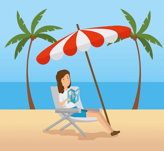 Frauensitzstuhl mit regenschirm im strand