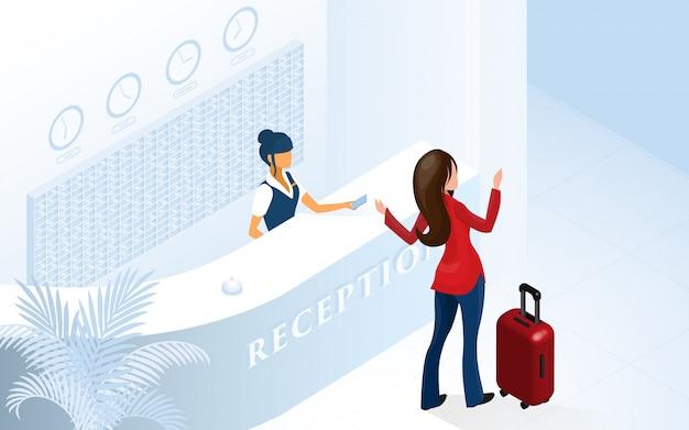 Frauentourist, der in der modernen hotelvorhalle ankommt