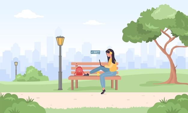 Freiberufliche frauen. mädchen mit laptop, der im park sitzt.