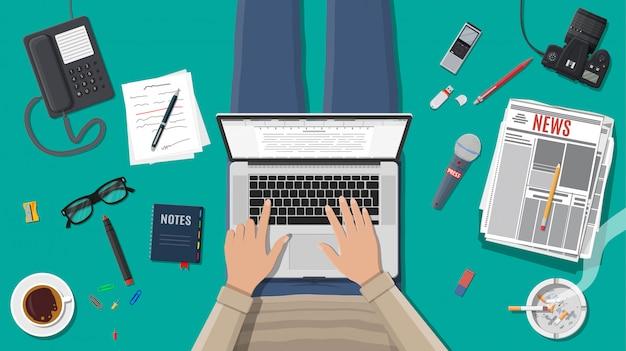 Freiberuflicher schriftsteller oder journalist am arbeitsplatz.