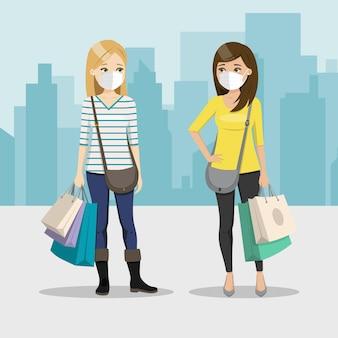 Freunde, die zusammen mit maske auf einem stadthintergrund einkaufen