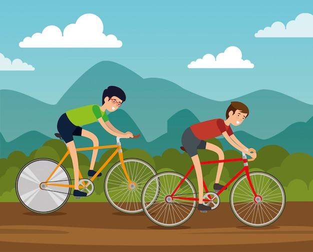 Freundmänner, die fahrrad fahren, um übung zu tun