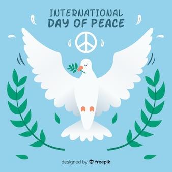 Friedenstageshintergrund mit süßer weißer taube