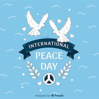 Friedenstageshintergrund mit weißen tauben