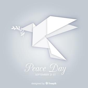 Friedenstageskonzept mit origami dover