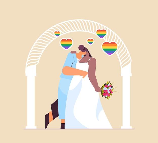 Frisch verheiratetes lesbisches paar mit blumen, die sich in der nähe des hochzeitsbogens küssen, transgender-liebe lgbt-community-hochzeitsfeierkonzept in voller länge vektorillustration