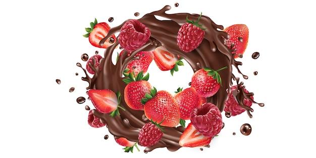 Frische erdbeeren und himbeeren in einem schokoladenspritzer.