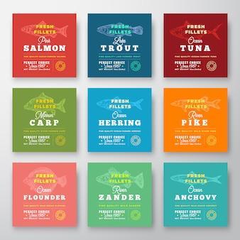 Frische filets premium quality labels set. abstraktes fischverpackungs-entwurfslayout. retro-typografie mit grenzen und handgezeichnetem fisch-silhouette-hintergrund.