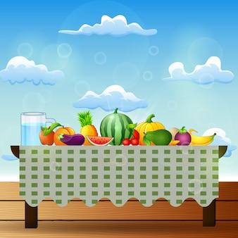 Frische früchte auf tabelle mit blauem himmelhintergrund