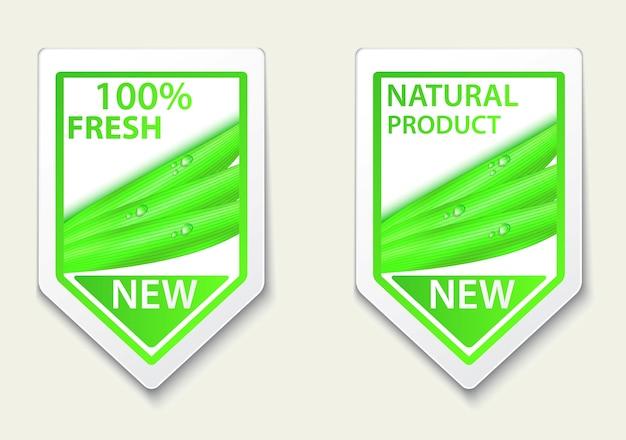 Frische natürliche etiketten und aufkleber auf dem platz