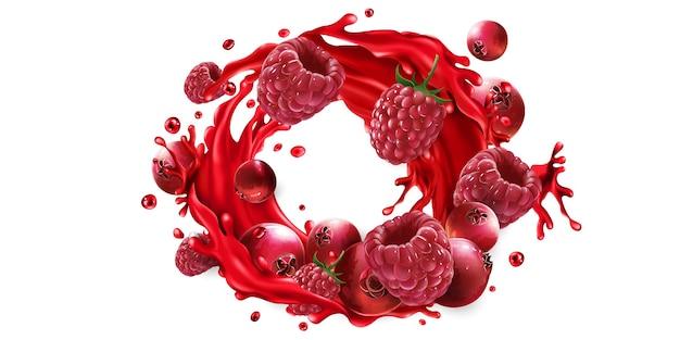 Frische preiselbeeren und himbeeren und ein spritzer roter fruchtsaft auf weißem hintergrund.