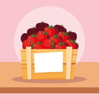Frisches rotes tomatengemüse in der hölzernen kiste