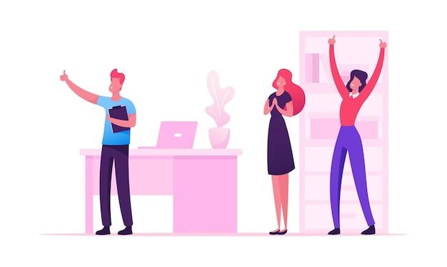 Fröhliche geschäftsleute, die lachen und hände hoch am büroarbeitsplatz winken. karikatur flache illustration