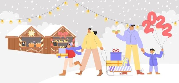 Fröhliche menschen vor dem weihnachtsmarkt