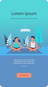 Fröhliche teenager, die zu hause yoga praktizieren