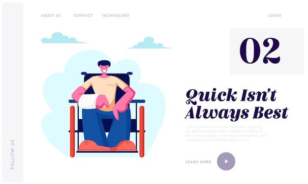 Fröhlicher behinderter mann mit gebrochener hand, der auf rollstuhl sitzt, der im freien geht, motivation, behinderte person, die landing page der website des ganzen lebens genießt