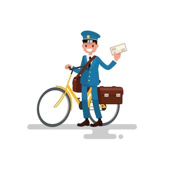 Fröhlicher postbote mit dem fahrrad und dem brief in den händen.
