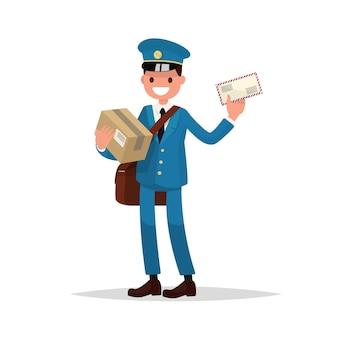 Fröhlicher postbote mit paketen und brief.