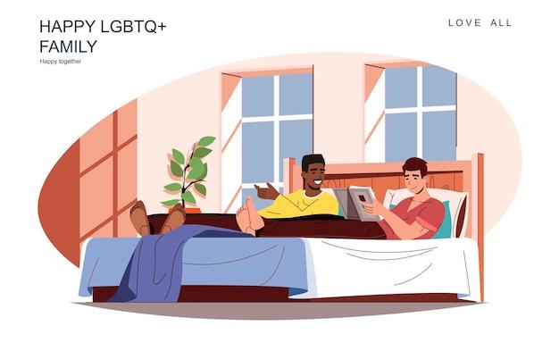 Fröhliches lgbt-familienkonzept liebende männer liegen im bett, lesen ein buch oder reden, entspannen sich zu hause zusammen