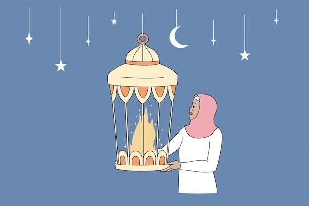 Fröhliches ramadan mubarak-feierkonzept. junge arabische islamfrau, die eine traditionelle feiertagslampe mit feuer brennt in der vektorillustration hält