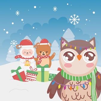 Frohe weihnachten der netten eulenschaf- und -bärnschneeflockenwinterbäume