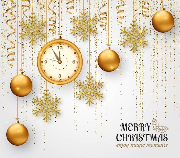 Frohe weihnachten hintergrund mit glänzenden schneeflocken, goldenen kugeln, uhr und goldfarbenem lametta und streamer. grußkarte und weihnachtsschablone. fünf minuten vor mitternacht.