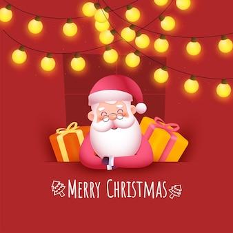 Frohe weihnachten-konzept mit süßem weihnachtsmann, realistischen geschenkboxen und beleuchtungsgirlande auf rotem hintergrund.