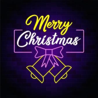 Frohe weihnachten leuchtreklame mit weihnachten fliege und glocke