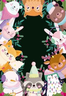 Frohe weihnachten, niedliche karikaturtiere und stechpalmenbeere schwarzer hintergrundillustration