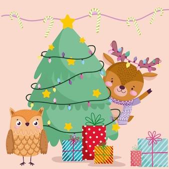 Frohe weihnachten, rentiereule mit geschenk- und baumkarikaturillustration