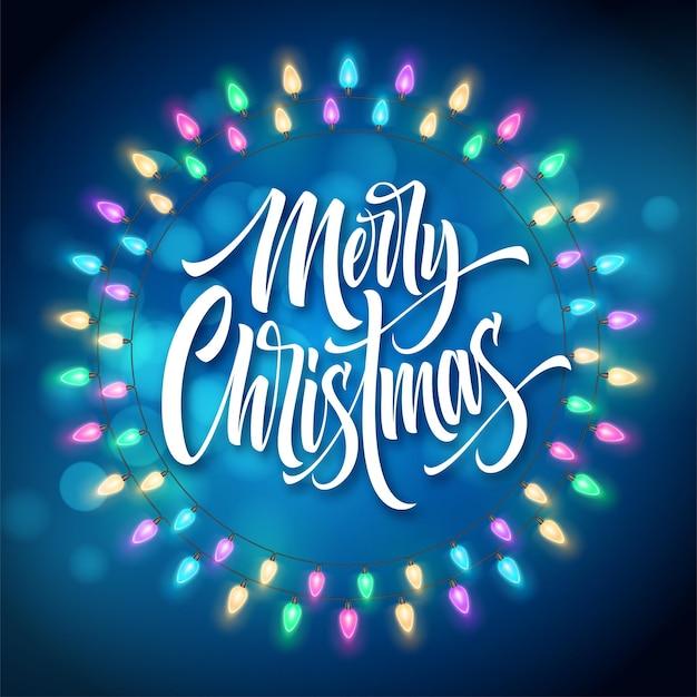 Frohe weihnachten-schriftzug im gerland-kreisrahmen. weihnachtskette mit leuchtenden lichtern. postkarte, poster, banner-design. weihnachtsgruß im runden rahmen der girlande. weihnachtsdekoration. isolierter vektor