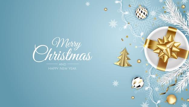 Frohe weihnachten und ein glückliches neues jahr. weihnachtshintergrund mit weihnachtsbaum, schneeflocken, stern und kugeln. grußkarte, feiertagsbanner, webplakat