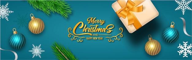 Frohe weihnachtsgrußkarte mit realistischer weihnachtsdekoration