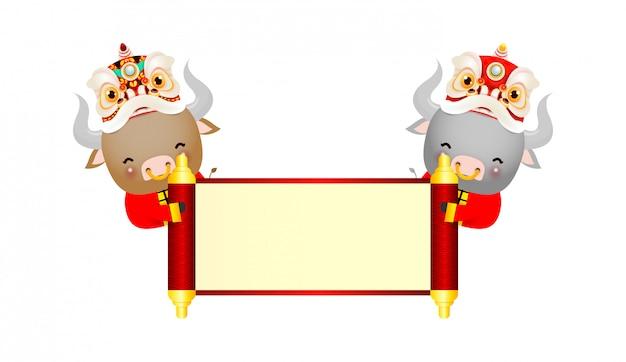 Frohes chinesisches neujahr 2021 des tierkreis-plakatentwurfs des ochsen mit ochse, kracher und löwentanz mit chinesischer schriftrolle. das jahr der ochsengrußkarte lokalisiert auf hintergrund, übersetzung frohes neues jahr.