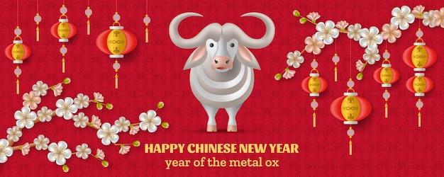 Frohes chinesisches neujahr mit weißem ochsen, sakurazweigen mit blumen und hängenden laternen.