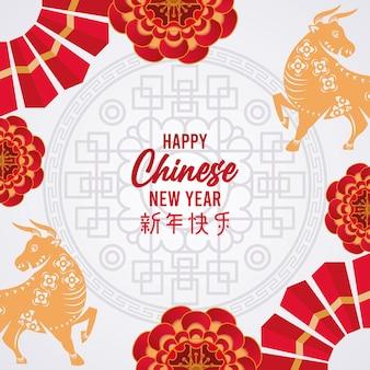 Frohes chinesisches neujahrsbeschriftungskarten mit goldenen ochsen und schnürsenkeln in grauer hintergrundillustration