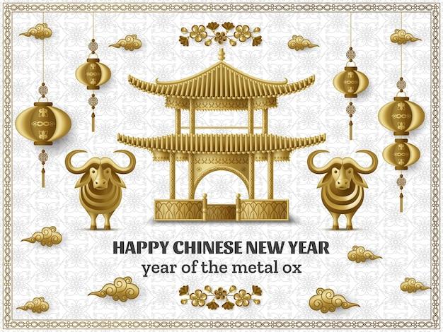 Frohes chinesisches neujahrshintergrund mit schöner pagode, kreativem goldenen metallochsen und hängenden laternen.