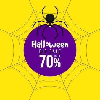 Frohes halloween-verkaufsförderungsfahne und spezielles rabattschablonendesign dekorativ mit spinne lokalisiert auf grünem hintergrund