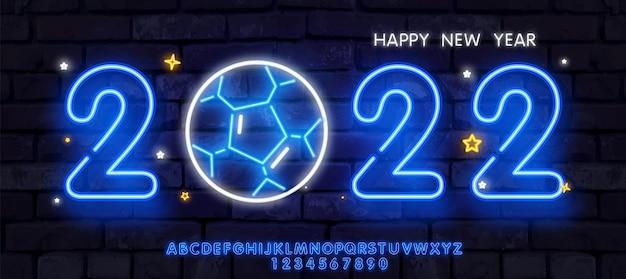 Frohes neues jahr im neon-stil mit hellem farbverlauf, lange backsteinwand-banner-fußball- oder fußball-meisterschaft ...