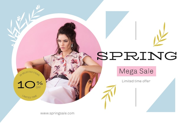 Frühlingsverkauf mit frau auf sofa