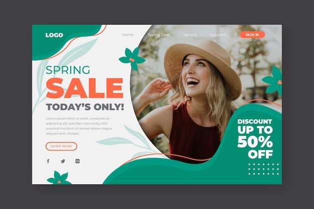 Frühlingsverkauf und glückliche mädchenlandungsseite