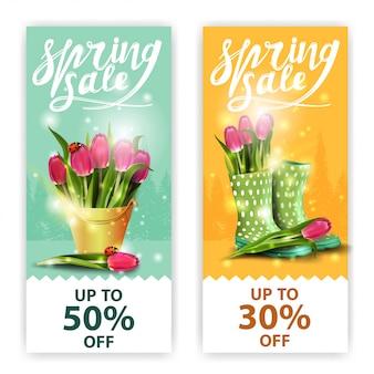 Frühlingsverkaufsfahnen mit blumensträußen von tulpen