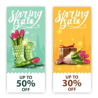 Frühlingsverkaufsfahnen mit blumenstrauß der tulpen