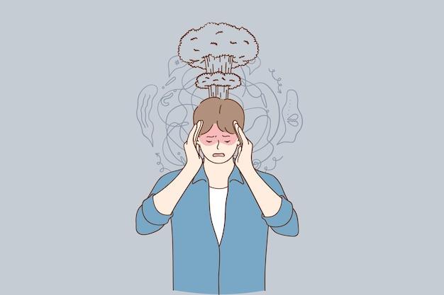 Frustrierter gestresster mann, der unter kopfschmerzen leidet, die hände auf kopf halten