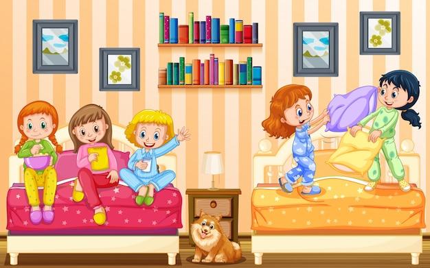 Fünf mädchen spielen im schlafzimmer