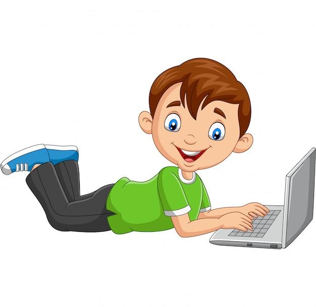 Funktionsfähiger laptop des karikaturjungen, der auf boden legt
