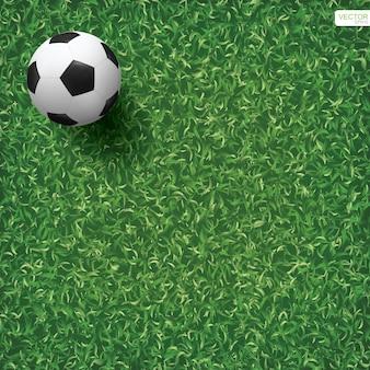 Fußballfußball auf grünem gras des fußballfeldhintergrunds.